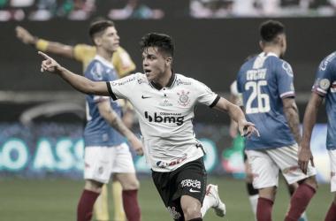 Estratégia de Dyego Coelho funciona e Corinthians mais leve prorroga suplício do Bahia