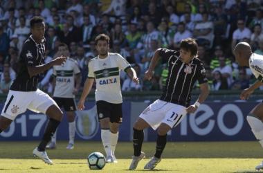 Corinthians e Coritiba se enfrentam em jogo que decidirá o futuro dos times no campeonato