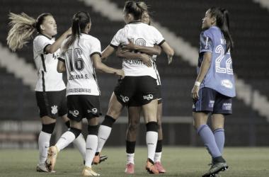 Corinthians goleia Cruzeiro e assume vice-liderança do Brasileirão Feminino