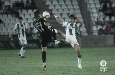 Corpas va a un balón dividido la pasada jornada | Fuente: La Liga