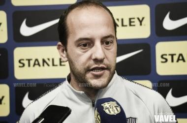 El técnico del Barça femenino en una rueda de prensa / Foto: Noelia Déniz (VAVEL.com)