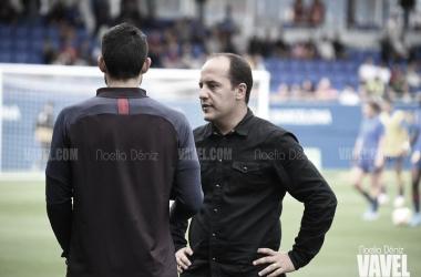"""Lluís Cortés: """"Estoy contento porque no se ha lesionado ninguna futbolista"""""""