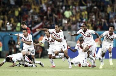 Jogadores Costa Riquenhos celebram a passagem aos quartos de final. (Fonte: FIFA)