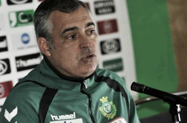 José Couceiro é terceiro treinador a sentar-se no banco de suplentes do Setúbal desde Janeiro (Foto: AFP)
