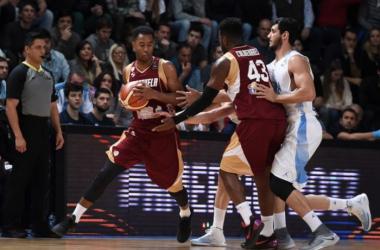 Cox lideró la ofensiva criolla / Foto: FIBA.
