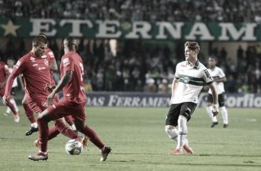 Em situações diferentes na tabela, Vila Nova e Coritiba se enfrentam pela Série B