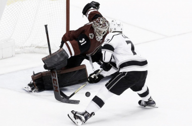 Arizona Coyotes' goalie Adin Hill stops the Kings' Jeff Carter in shootout. (Photo: (AP/Ross D. Franklin)