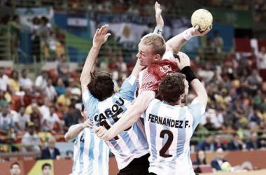 Argentina no pudo con Dinamarca en el debut. (Foto: IHF)