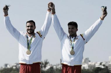 Saúl Craviotto, a la izquierda, junto a Cristian Toro en el podio   Foto: Zimbio