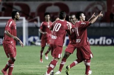 Gol marcado por Léo Ceará coloca o CRB na 6ª posição. (Foto: Ailton Cruz / GazetaWeb)