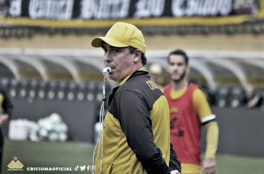 Paulo Baier não contará com o atacante Luiz Paulo (Foto: Celso Lucio/Criciúma E.C)