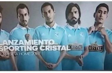 Es el undécimo modelo de camiseta de Sporting Cristal elaborado por la marca Adidas. Foto: depor.pe