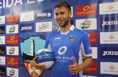 Cristian Gómez en su presentación como nuevo jugador azul (Foto: Lleida Esportiu)