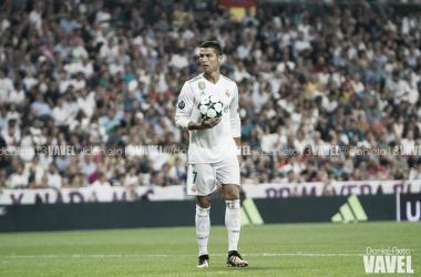 Cristiano Ronaldo con el balón de la Champions I Foto: Daniel Nieto (VAVEL)