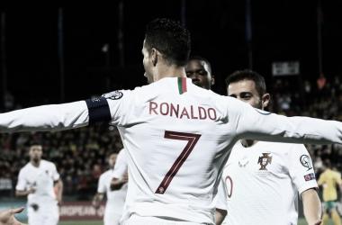 Quem irá parar o craque? Cristiano Ronaldo dá show e marca quatro vezes na goleada de Portugal (Foto: Reprodução/UEFA)