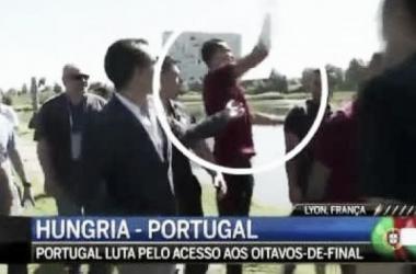 Irritado, Cristiano Ronaldo atira microfone de jornalista em lago na França