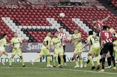 Íñigo Martínez en la jugada del 2-1, gran cabezazo sin dar opción a Jan Oblak<div>Web: Athletic Club</div>