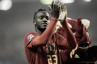 Batshuayi celebra con la grada su gran partido. | Foto: Selección Belga.