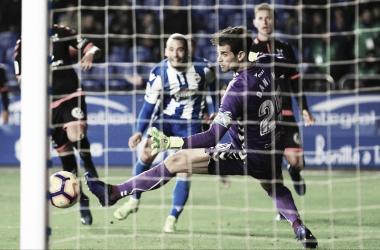 Quique ante la ocasión mas clara del partido. || Fotografía: Deportivo.