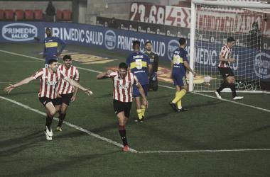 """Fabian Noguera, jugador de Estudiantes, festejando el gol convertido ante el """"Xeneize""""."""