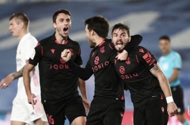 Los jugadores de la Real Sociedad celebran el gol de Portu. Vía: Real Sociedad en Twitter.