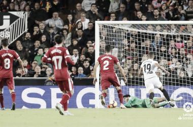 Una de las numerosas paradas de Bounou a lo largo del partido entre el Valencia y el Girona. | Foto: LFP