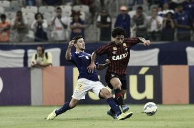 Com gol do estreante Marinho, Cruzeiro derrota Atlético-PR e afasta má fase