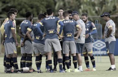 Mano Menezes faz mistério e fecha treino do Cruzeiro antes de enfrentar Murici-AL