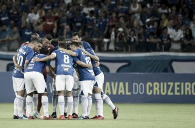 Em dia de lançamento da nova camisa, Cruzeiro aposta em time misto contra URT no Mineirão
