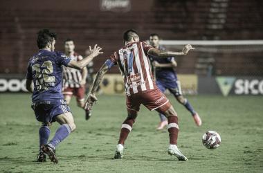 Com dedo de Luxa, Cruzeiro vence pelo placar mínimo e aumenta crise no Náutico