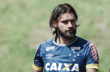Alvo do Querétaro, Sóbis ainda segue com futuro indefinido no Cruzeiro (Foto: Washington Alves/Light Press/Cruzeiro)
