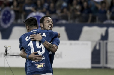 O Cruzeiro venceu o Tupi por 2 a 0 com gols de Rafinha e Robinho (Foto: Washington Alves/Light Press/Cruzeiro)