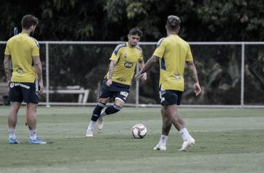 Elenco treina na Toca da Raposa (Foto: Gustavo Aleixo/Cruzeiro)