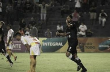 Pereyra festeja su gol, es el tercero que convierte en dos fechas. Foto: Revista Ascenso