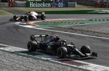 Bottas y Verstappen en la primera curva | Foto: Fórmula 1