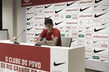 Victor Cuesta concede entrevista coletiva (Foto: Divulgação / S. C. Internacional)