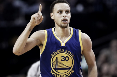 Curry, jugador que más camisetas vende