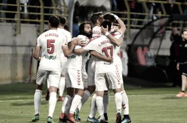 Los jugadores de la Cultural celebran el tanto de penalti de Señé / CyD Leonesa