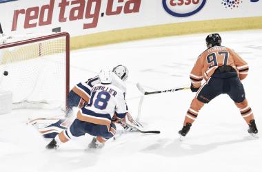 Momento en el que McDavid marca el gol en el OT   Foto: NHL.com
