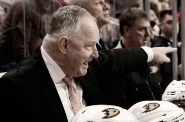 Los Ducks buscan mantener a Carlyle en el banquillo