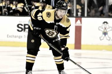 Boston Bruins renueva a Matt Grzelcyk