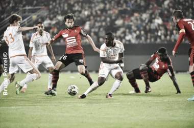 Sanjin Prcic battles with FC Lorient players for the ball | Photo: Bruno Perel