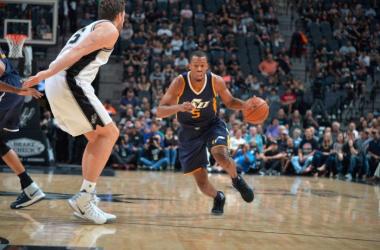 NBA - Utah Jazz corsari in Texas, primo passo falso stagionale degli Spurs (91-106)