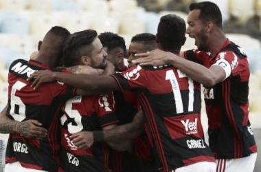 Flamengo bate o Santos e assume vice-liderança do Brasileirão