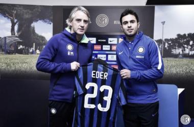 Eder con Mancini el día de su presentación // FC Internazionale