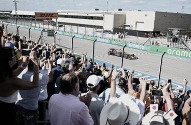Verstappen es el primero en ver la bandera a cuadros | Foto: Fórmula 1