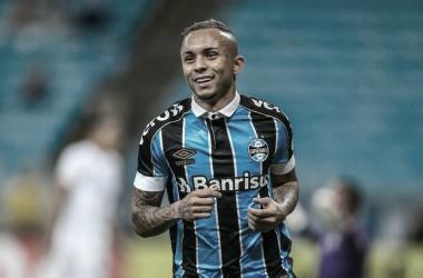 Napoli aumenta interesse e ajeita proposta por Everton Cebolinha