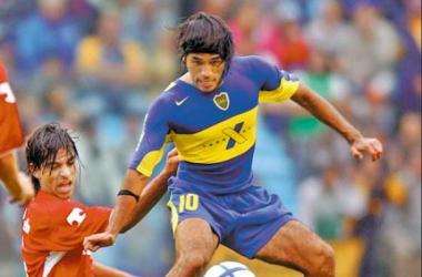 """Vargas llegó a portar la """"10"""" del mitico Boca Juniors de Argentina - Imagen tomada de www.labombonera.com.ar"""