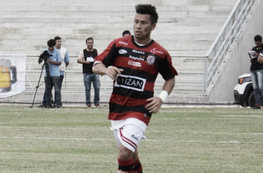 Campinense anuncia retorno do lateral Alex Travassos