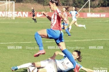 Nuria Cueto intenta irse de una defensora visitante | Foto: Diego Blanco - VAVEL
